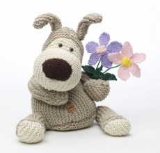knitted-soft-toy-Boofle-and-flowers