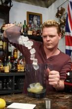 crushing-ice-cocktail-bar