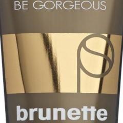 pack-shot-gorgeous-brunette